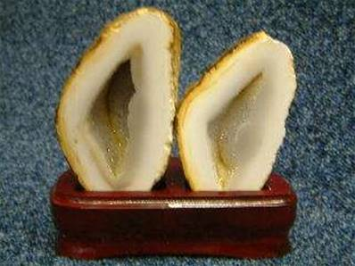 AGATE GEODE PAIR WITH POLISHED CUT FACE. 50 X 95 MEASURED ACROSS THE FACE. 422g INC BASE.