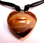 AGATE GEODE HEART PENDANT ON BLACK CORD.   SP10604PENDBX