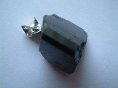 TOURMALINE BLACK WITH SILVER BAIL 1.25-2CM. TOURPEND