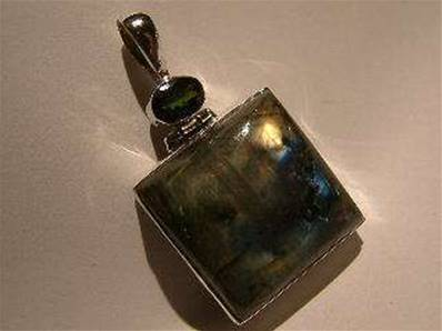Labradorite with facet green tourmaline Indian Silver pendant.   purjew16a