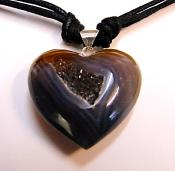 AGATE GEODE HEART PENDANT ON BLACK CORD.   SP10605PENDBX