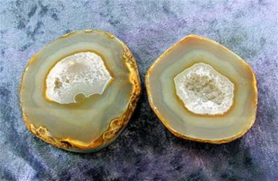 BRAZILIAN AGATE SLICED NODULE / GEODE PAIR. SP6703POL