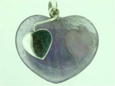 AMETHYST HEART PENDANT FEATURING 925 SILVER SETTING WITH HEART DESIGN. 30 X 25MM APROX. 10g.