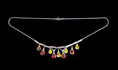 925 SILVER WITH BALTIC AMBER NECKLACE.   SPR12700PEND