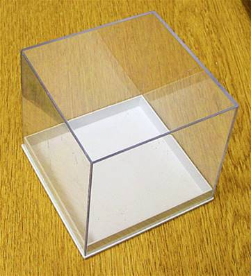5 X PLASTIC DISPLAY BOX - WHITE BASE WITH CLEAR TOP (N4 SIZE). N4/80/80/78