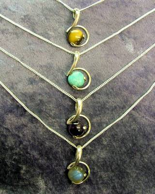 925 SILVER PENDANT STYLE NECKLACE. P2813