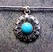 925 SILVER NECKLACE WITH FLOWER DESIGN PENDANT. 976NT