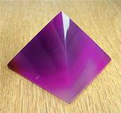 AGATE PYRAMID (PINK DYED). SP8032POL