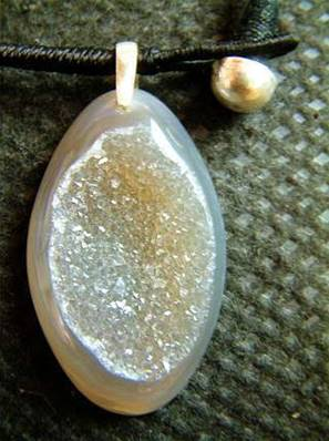 AGATE WITH QUARTZ PENDANT. SP1989PEND