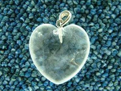 QUARTZ HEART SHAPED PENDANT COMPLETE WITH SILVER BAIL. 32MM DROP INC BAIL X 25MM WIDE. 8g. 201PEND