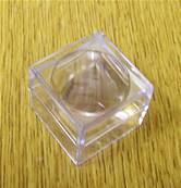 10 X CLEAR PLASTIC DISPLAY BOX WITH MAGNIFYING LENS IN LID (SMALL SIZE). MAG1/25/25/25