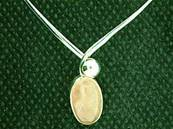 925 SILVER TORK STYLE NECKLACE FEATURING A LARGE OVAL CABOCHON IN ROSE QUARTZ. NRQ2181