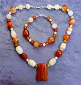 AGATE WITH CARNELIAN BEAD NECKLACE & BRACELET SET. SP8687